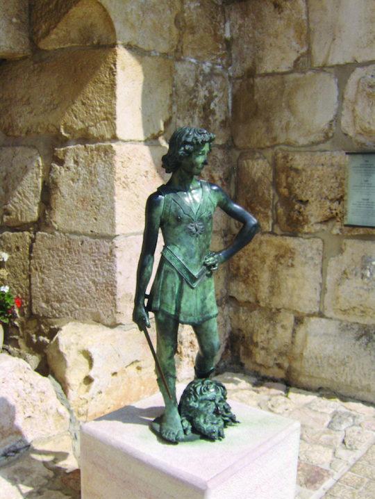 statue of david and goliath